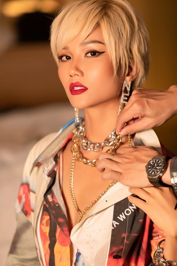 H'Hen Niê, show thời trang,  tóc bạch kim
