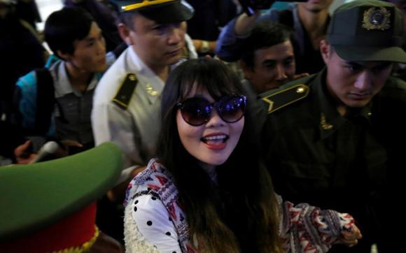 Đoàn Thị Hương xuất hiện rạng rỡ sau khi được trở về Việt Nam đoàn tụ gia đình
