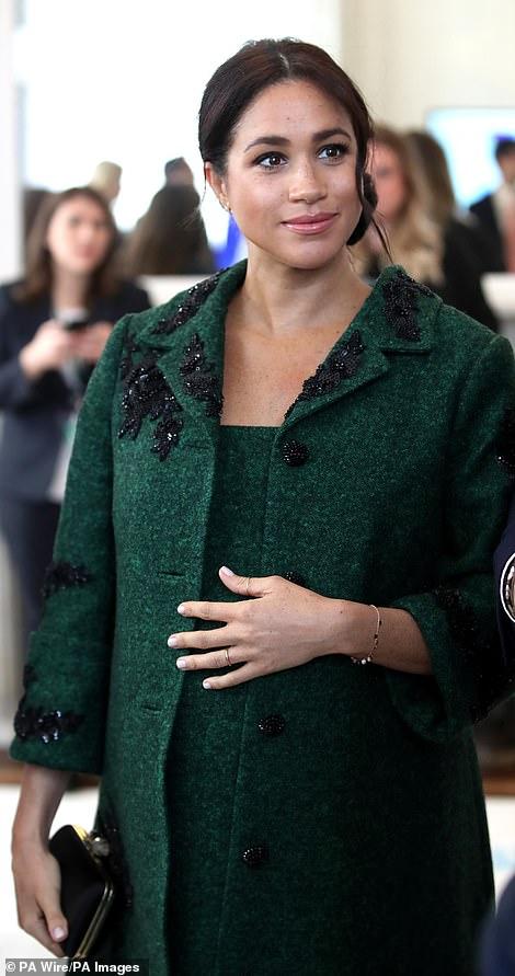 Công nương Meghan chính thức hạ sinh con trai đầu lòng cho Hoàng tử Harry
