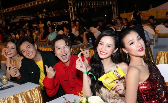 Lay's – Snack Khoai Tây Số 1* Thế Giới, Á hậu Hoàng Oanh, Ngô Kiến Huy, Chi Pu, Jun Vũ