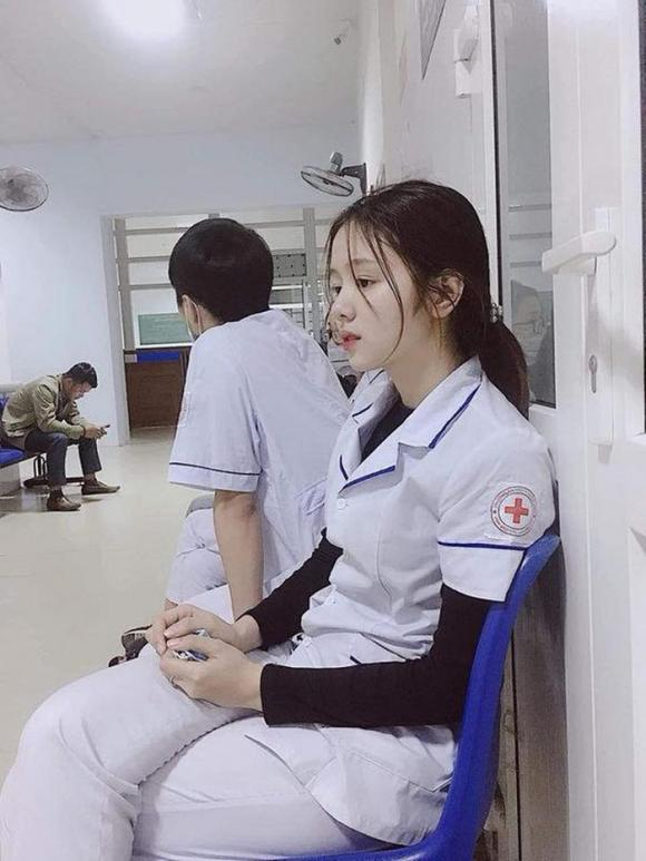 Nữ điều dưỡng xinh đẹp khiến nhiều thanh niên tuyên bố sẵn sàng nhập viện hoá ra là người quen