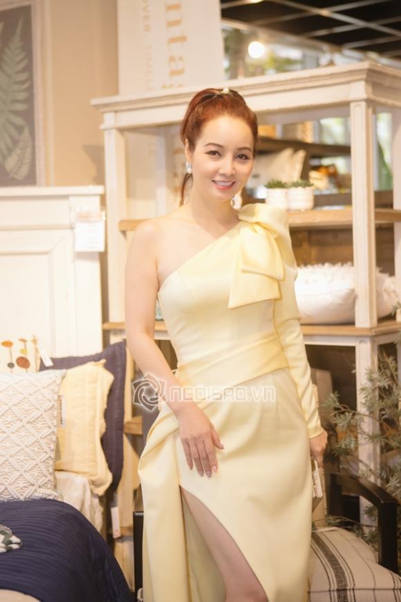 Ngọc Trinh,Nữ hoàng nội y,Ngọc Trinh khoe vòng một,Ngọc Trinh mặc váy dây cực mảnh,Ngọc Trinh gợi cảm,sao Việt