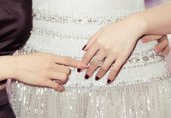 Á hậu tú anh,hoa hậu việt nam 2012,tú anh đeo nhẫn bạc tỷ,sao việt