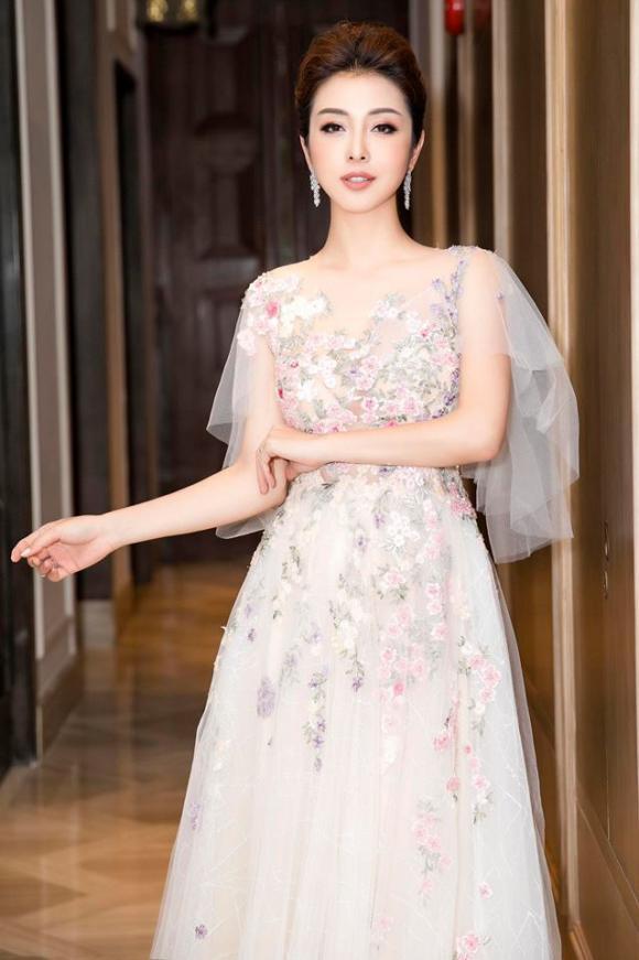 Jennifer Phạm, Hoa hậu Jennifer Phạm, sao Việt