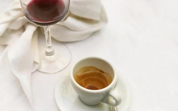 Rượu vang đỏ, trà, cà phê, chăm sóc sức khỏe