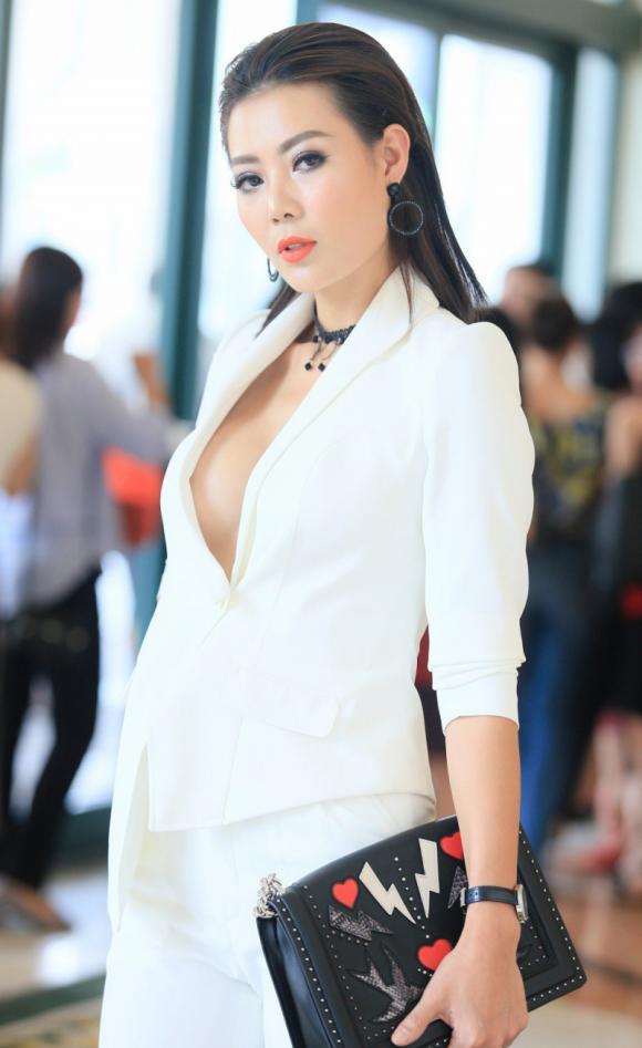 Hot girl linh miu,thanh hương không xem linh miu là đồng nghiệp,hot girl việt