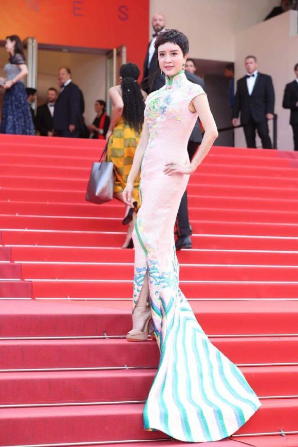 """Thảm đỏ LHP Cannes 2019 ngày 8: Brad Pitt """"cặp kè"""" Leonardo Dicaprio gây bão; những pha ôm hôn tình tứ lên ngôi"""