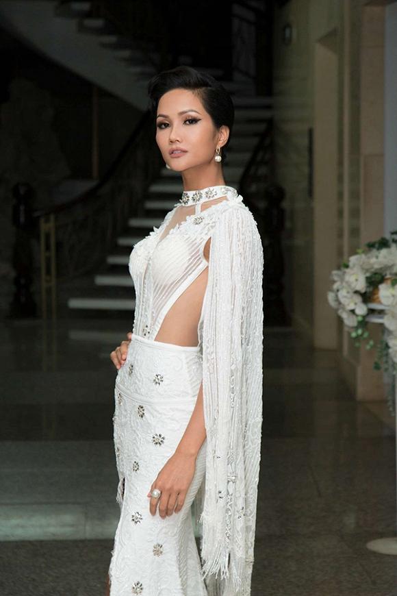 H'Hen Niê, H'Hen Niê diện váy nhái, thời trang H'Hen Niê,  Hoa hậu Hoàn Vũ 2017