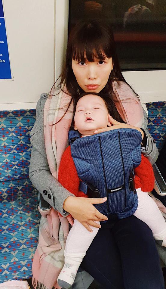 Hà Anh, siêu mẫu Hà Anh, Hà Anh chăm con, Hà Anh luyện ngủ cho con