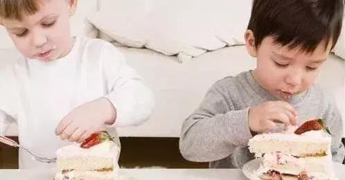 Cảnh báo 6 thứ trẻ ko được ăn trước khi đi ngủ, những thực phẩm không tốt cho trẻ, chăm sóc trẻ nhỏ