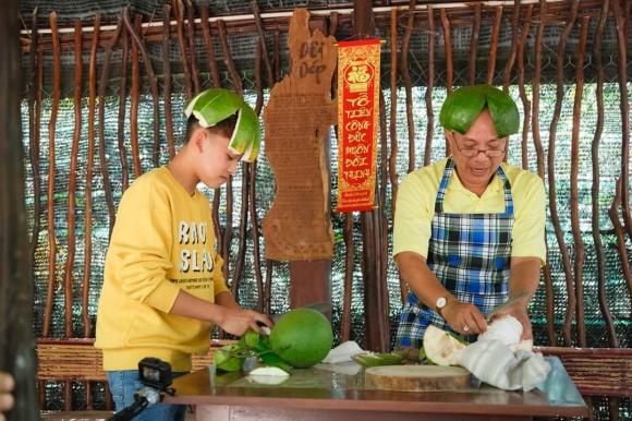 ca sĩ Hồ Văn Cường, con trai nuôi Phi Nhung, sao Việt.