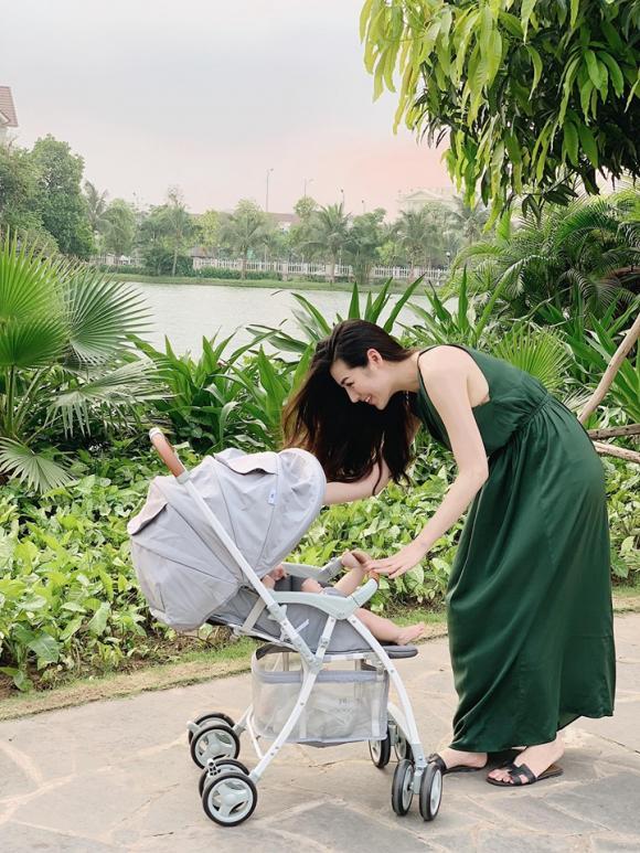 Á hậu Tú Anh, con trai á hậu Tú Anh, mẹ ruột á hậu Tú Anh, sao Việt