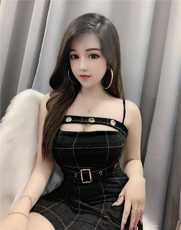 Thiếu nữ xinh như búp bê, búp bê sống, Võ Trần Hồng Tú Uyên
