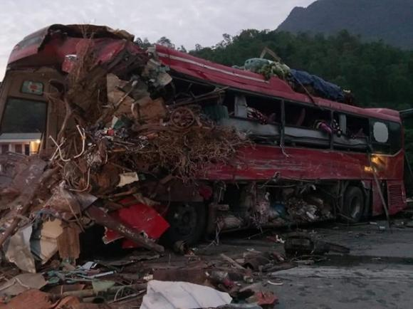 tai nạn xe khách, xe tải đâm xe khách. hòa bình