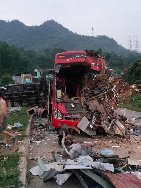 Tai nạn thảm khốc ở Hoà Bình, Xe tải đối đầu xe khách, Tai nạn giao thông