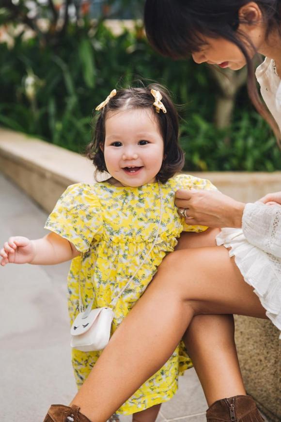 Hà Anh, siêu mẫu Hà Anh, con gái Hà Anh, Hà Anh chăm con, chăm con dưới 1 tuổi