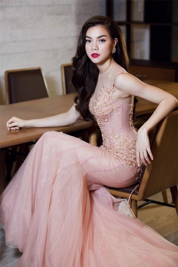 nữ ca sĩ đàm thu trang,Nữ hoàng giải trí Hồ Ngọc Hà, sao Việt