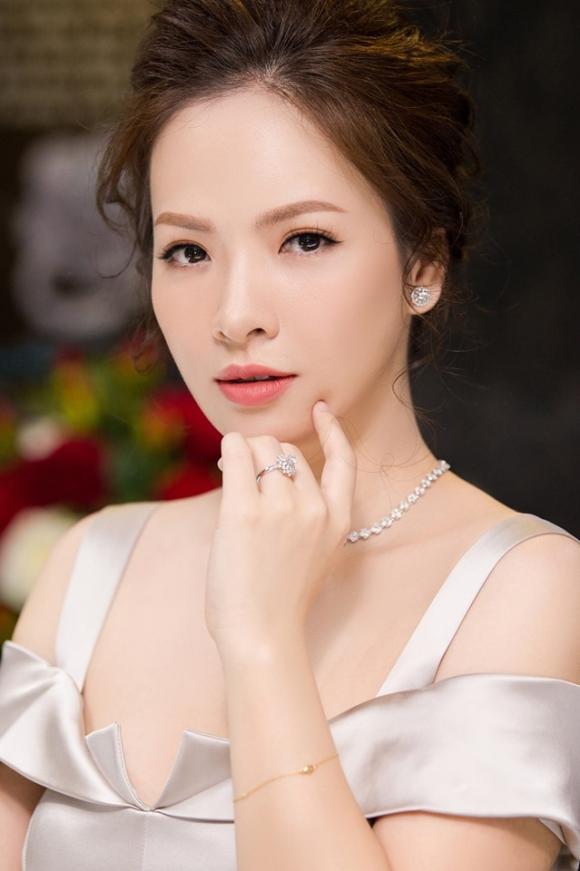 Đan Lê, sao Việt cưới chạy bầu, sao việt ăn cơm trước kẻng, Thanh Tú, Thu Thủy
