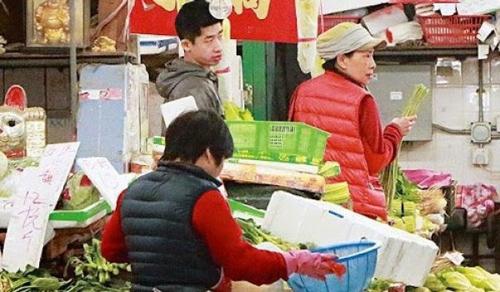 Châu Nhuận Phát ăn cơm hộp,Châu Nhuận Phát giản dị,Châu Nhuận Phát tặng toàn bộ tài sản,sao Hoa ngữ