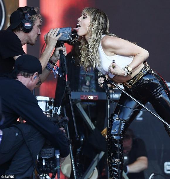 Miley Cyrus,Glastonbury Festiva,Liam Hemsworth,sao Hollywood