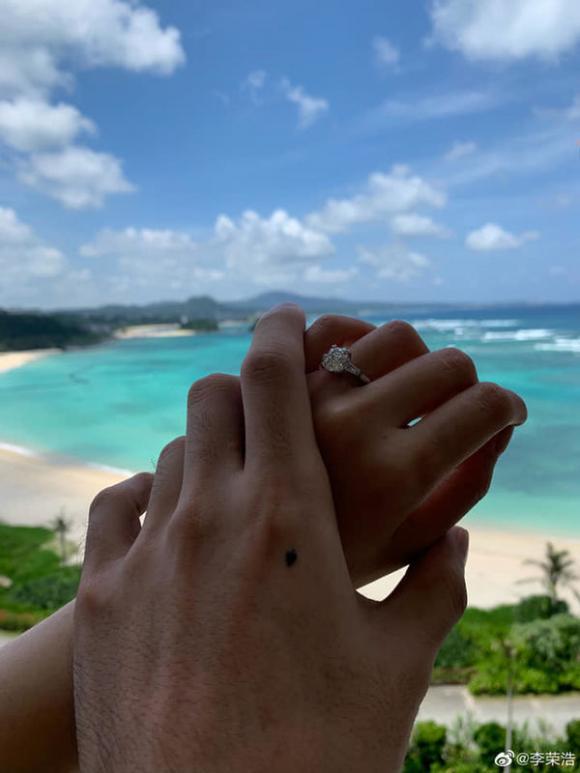 'Nữ thần thanh xuân xứ Đài' Dương Thừa Lâm được bạn trai cầu hôn sau 4 năm hẹn hò