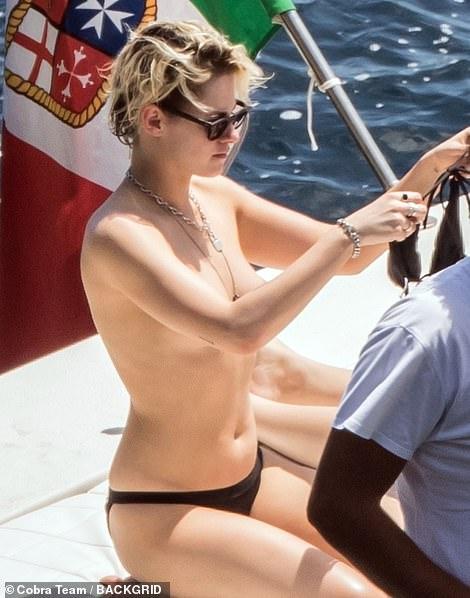 ,Sao 'Chạng Vạng' Kristen Stewart, đồng giới, ngực trần, sao hollywood