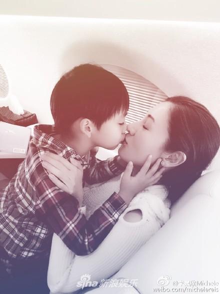 Lý Gia Hân, con trai lý gia hân, hôn môi, sao hong kong