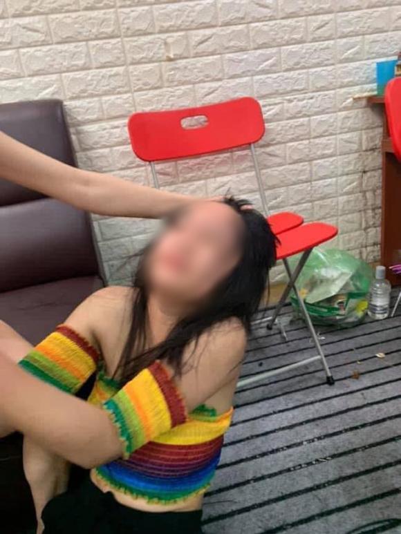 mạng xã hội, thiếu nữ 15 tuổi bị đánh ghen, cặp bồ với chồng sếp
