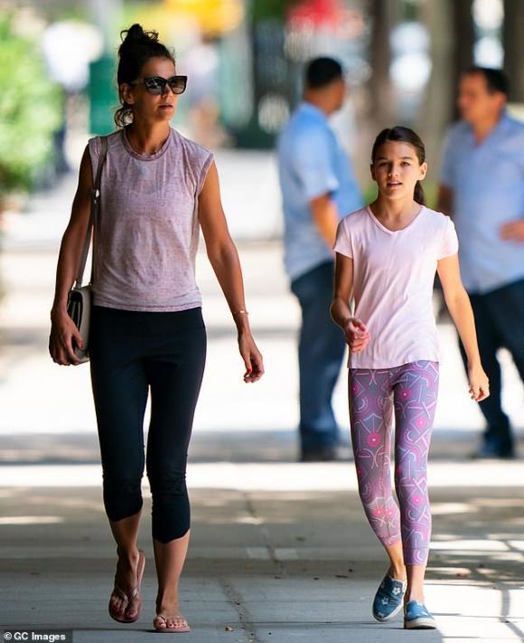 Suri Cruise,Katie Holmes,con gái Tom Cruise,sao Hollywood