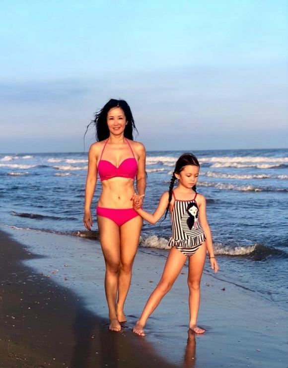 Hồng Nhung, Hồng Nhung bikini, Hồng Nhung khoe dáng, Hồng Nhung ly hôn