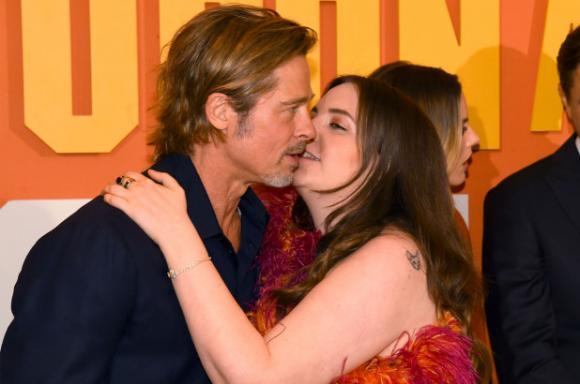 brad pitt, hôn môi, sao hollywood