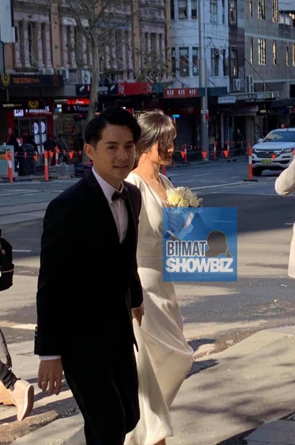 Sau màn cầu hôn ngọt như kẹo bông, Đông Nhi và Ông Cao Thắng lộ ảnh đi chụp hình cưới tình bể bình
