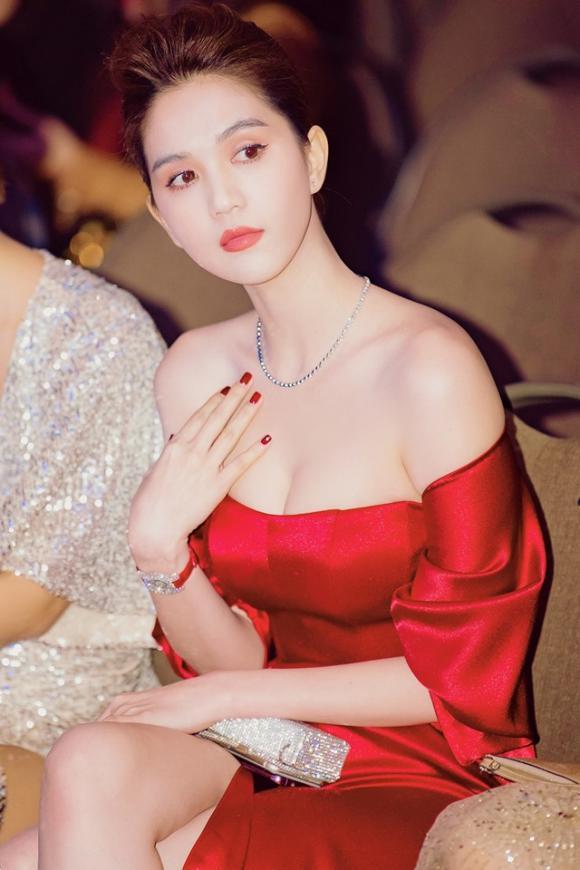 Ngọc Trinh,  nữ hoàng nội y