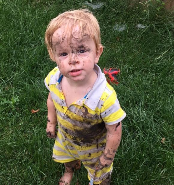 trẻ tiếp xúc với tự nhiên, chăm sóc trẻ đúng cách, hãy để trẻ chơi với thiên nhiên nhiều hơn
