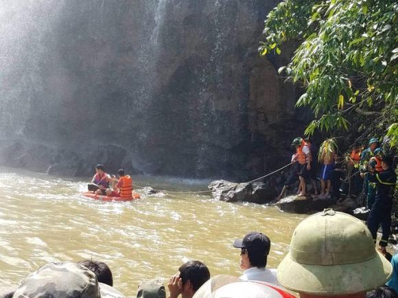 bị nước cuốn mất tích khi tắm thác, 3 thanh niên đuối nước khi tắm thác, chết đuối