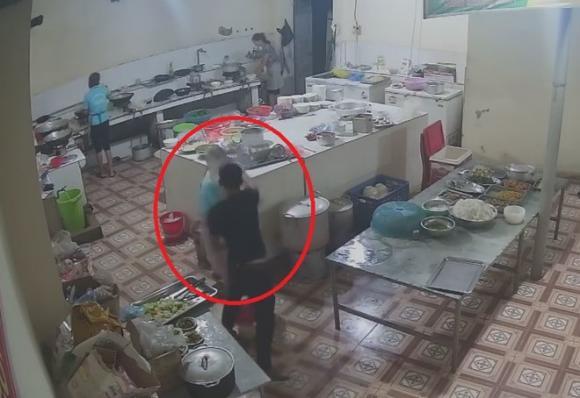 tạt a xít, Hoà Bình, phụ bếp, Cao Phong