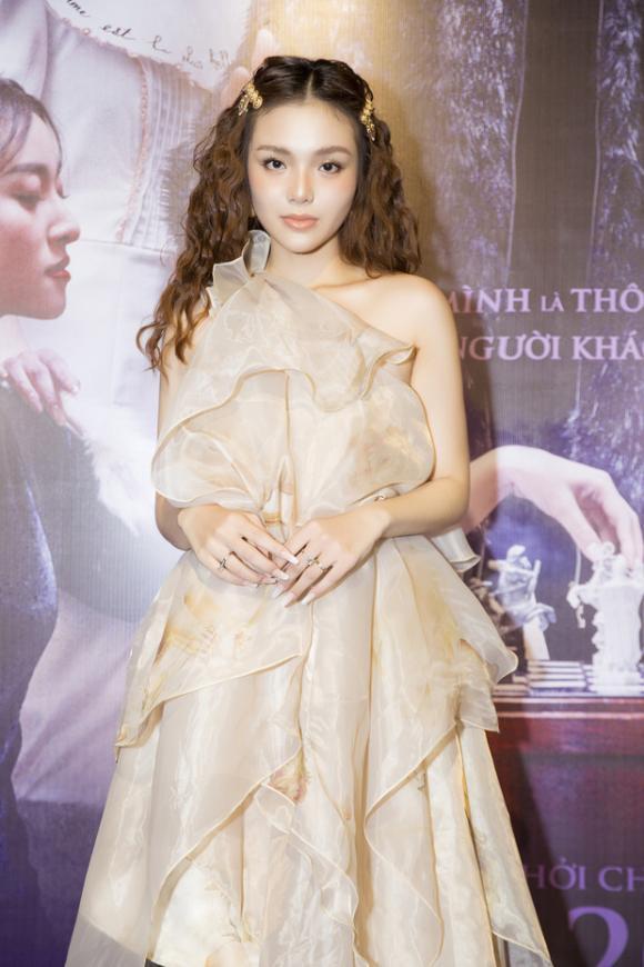 diễn viên Nhật Hạ, sao Việt,Gia đình phép thuật,Yeye