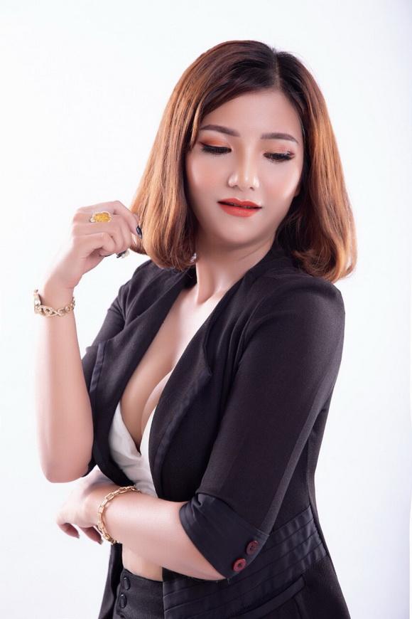 mỹ phẩm White Detox, Vũ Thúy, Kinh doanh online