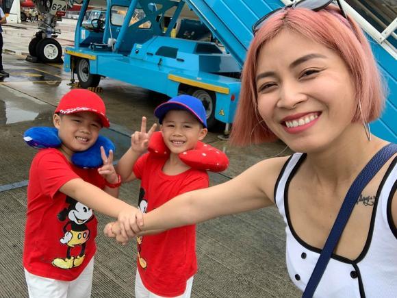 BTV Nguyễn Hoàng Linh chói nhất bãi biển khi diện bikini màu sắc trong chuyến du lịch Đà Nẵng