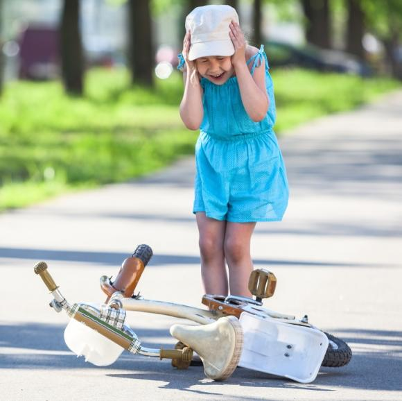 chăm con, cha mẹ bất cẩn, nuôi dạy con, những điều không nên cho con làm, nuôi dạy trẻ