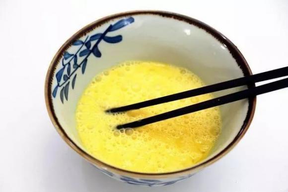 Thêm chút này vào món trứng rán, bạn đã bổ sung thêm 2 thành phần cực tốt cho trẻ nhỏ