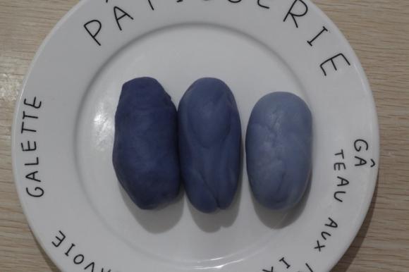 Cách làm bánh trung thu đậu biếc vừa lạ vừa ngon mắt