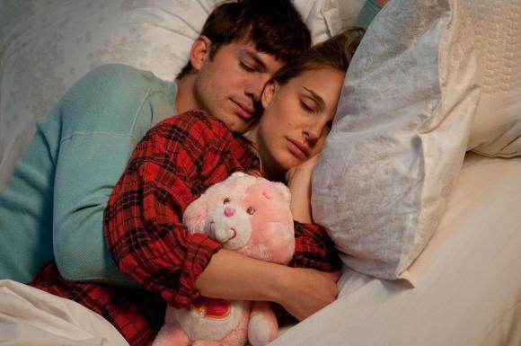vợ chồng ngủ chung giường, giấc ngủ bị ảnh hưởng, chồng không ngủ ngon khi ngủ cùng vợ
