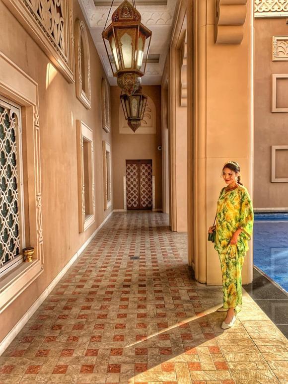 Bầu bí tháng thứ 7, Lan Khuê tự tin diện trang phục rực rỡ du lịch Dubai