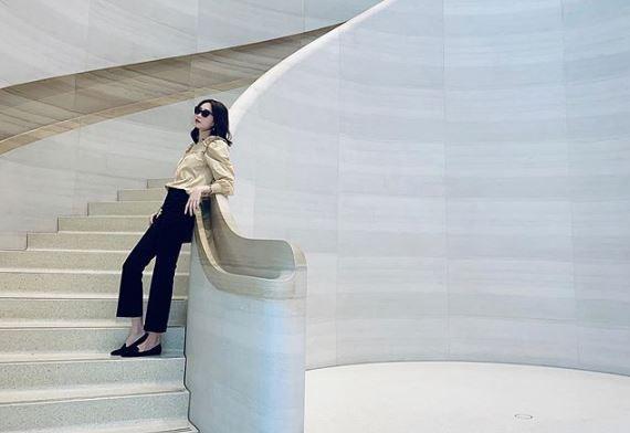 Mê mẩn style kín đáo của Hoa hậu Đặng Thu Thảo, đơn giản vẫn sang hết nấc
