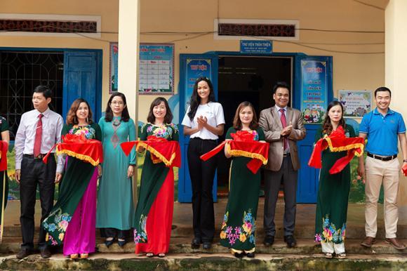 H'Hen Niê, sao Việt
