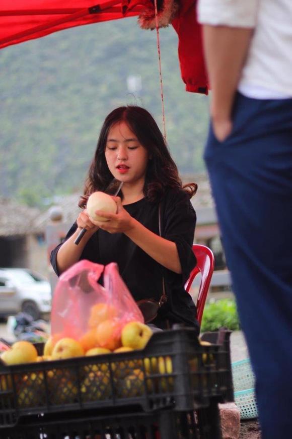 Nữ sinh vùng cao bán lê khiến khách mua hàng 'trụy tim' sau 1 năm nổi tiếng, giờ ra sao?