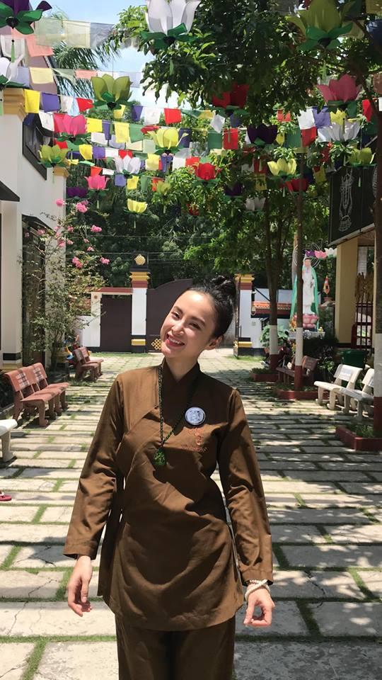 Angela Phương Trinh, Angela Phương Trinh gợi cảm, Angela Phương Trinh kín đáo, thời trang Angela Phương Trinh
