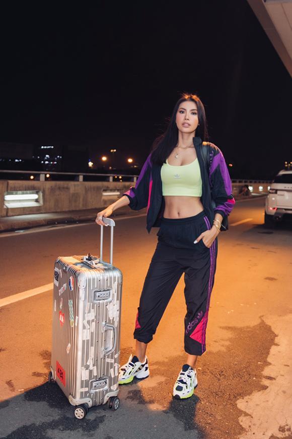 Minh Tú diện style sân bay cực ngầu, lên đường sang Mỹ dự 'New York Fashion Week 2019'
