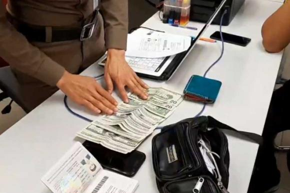 Trung Quốc, Thái Lan, nhặt tiền rơi